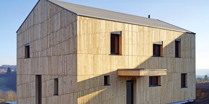 Ravna streha z leseno gradnjo